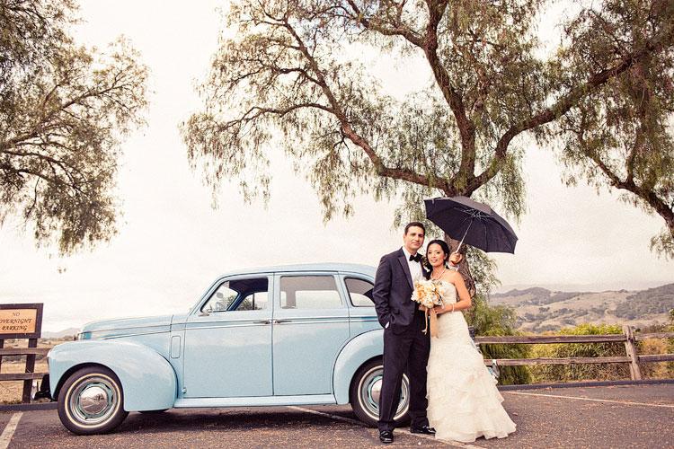 20_super-fun-happy-Los-Angeles-Natural-history-museum-wedding-photos